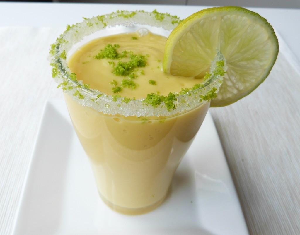 Smoothie mit Mango und Limette