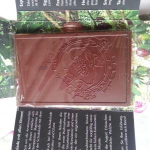 So eine Schokolade kann man sich doch nicht einfach so zwischendurch in den Mund schieben