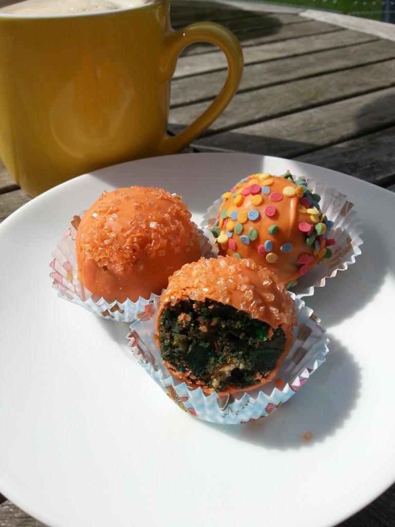 Popeye-Cake-Pops mit grünem Innenleben