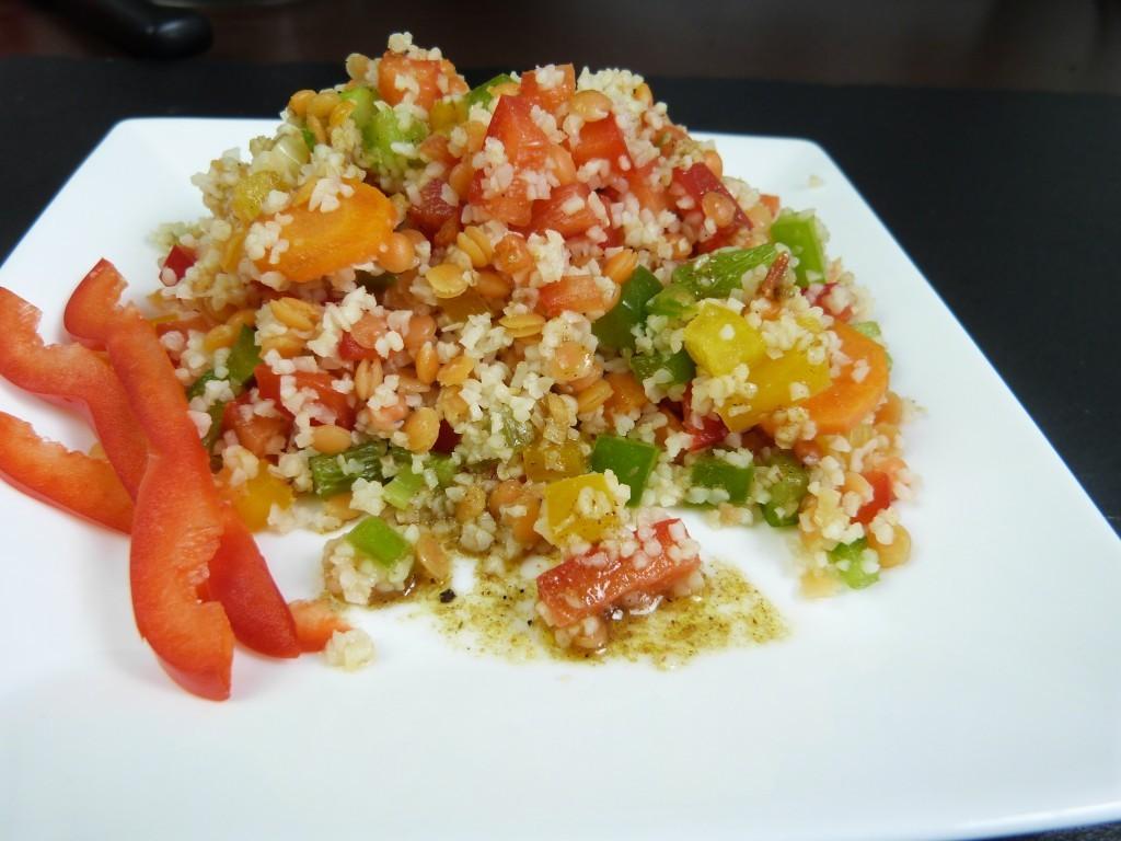Bunter Bulgur-Linsen-Salat