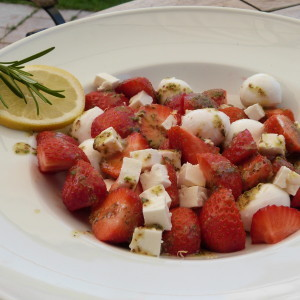 Erdbeer-Käse-Salat