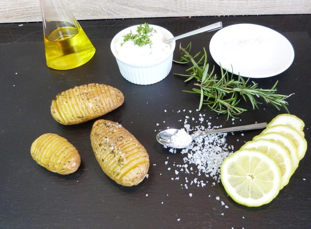 Fächerkartoffeln mit Kräuterdip