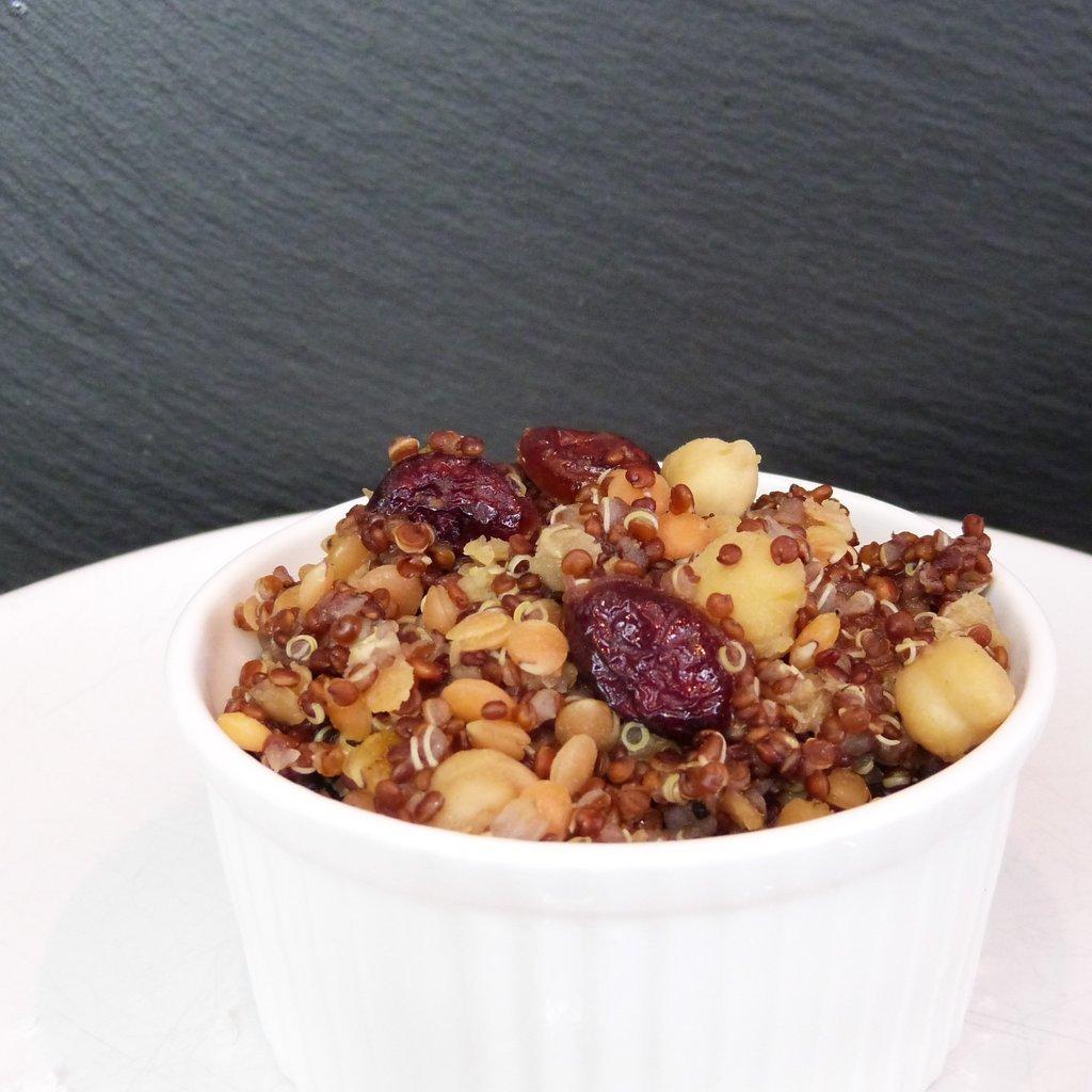 quinoa linsen salat mit kichererbsen und cranberries. Black Bedroom Furniture Sets. Home Design Ideas