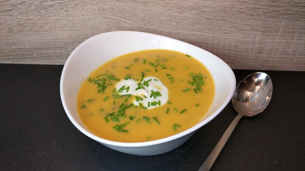 Suppe mit Süßkartoffeln und Topinambur