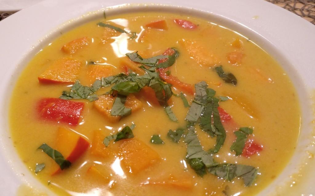 Süßkartoffel-Kürbis-Curry mit Ingwer und Zitronengras