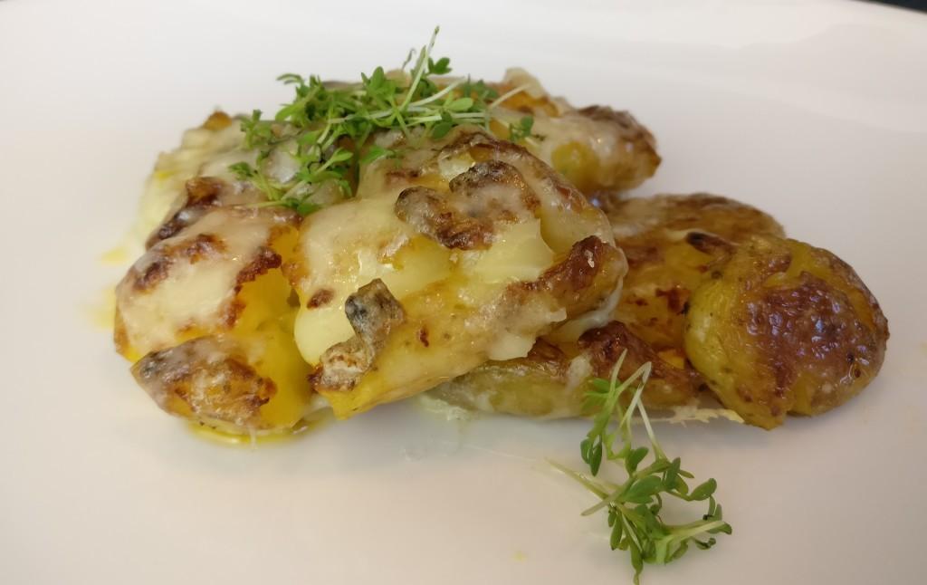 Smashed Potatoes mit Käse und Kresse