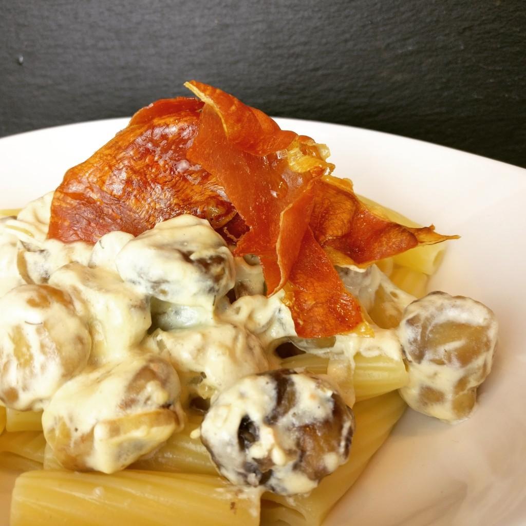 Pasta mit Maronen und Serrano-Schinken