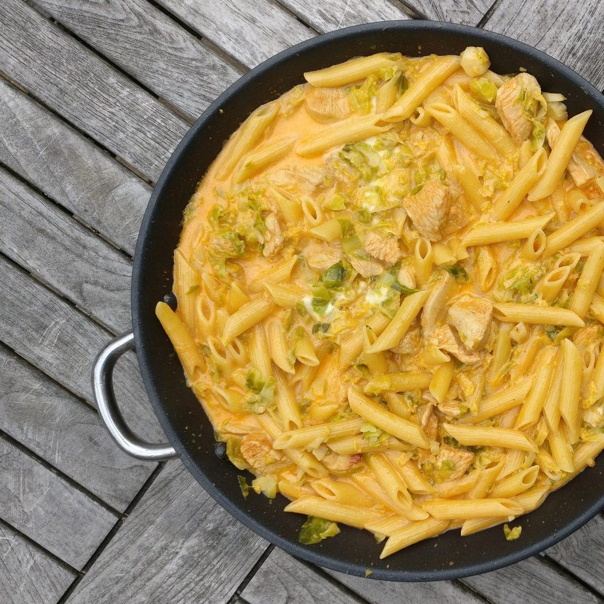 One-Pot-Pasta mit Rosenkohl und Gochujang